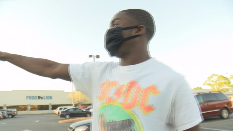 East Charlotte residents are reacting to Wednesday night's homicide outside of Food Lion.