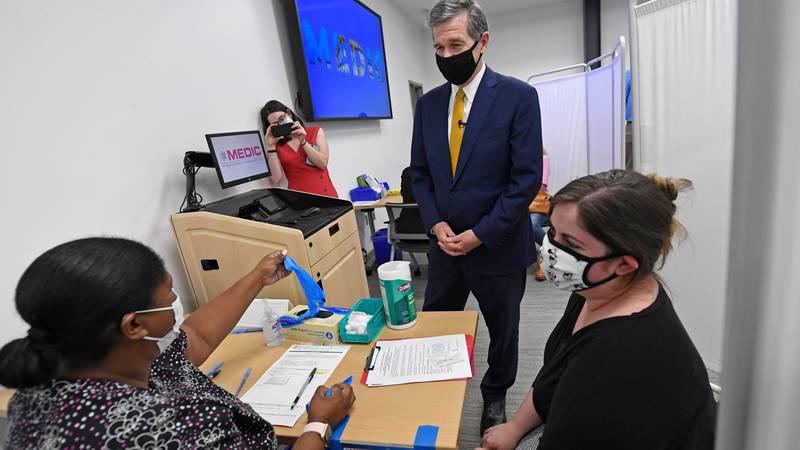 Gov. Cooper visits Mecklenburg County vaccine cliinic