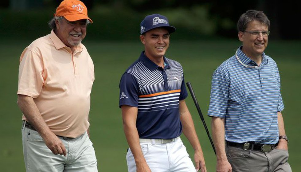 Ricky Fowler, center, walks with Gov. Pat McCrory, right, and businessman Felix Sabates, left,...