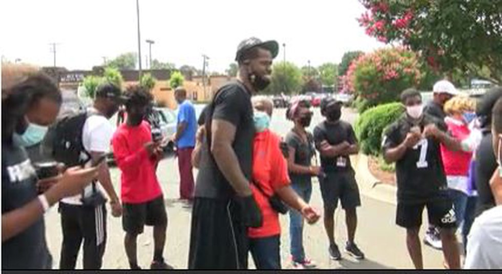 Former NBA players lead march against racism