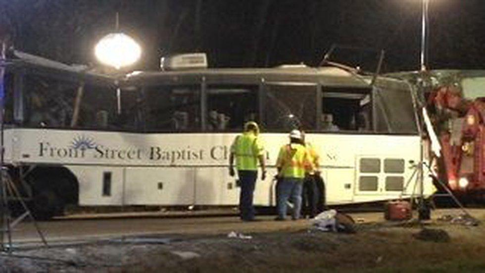 Investigators at crash scene (Photo: WVLT.com)