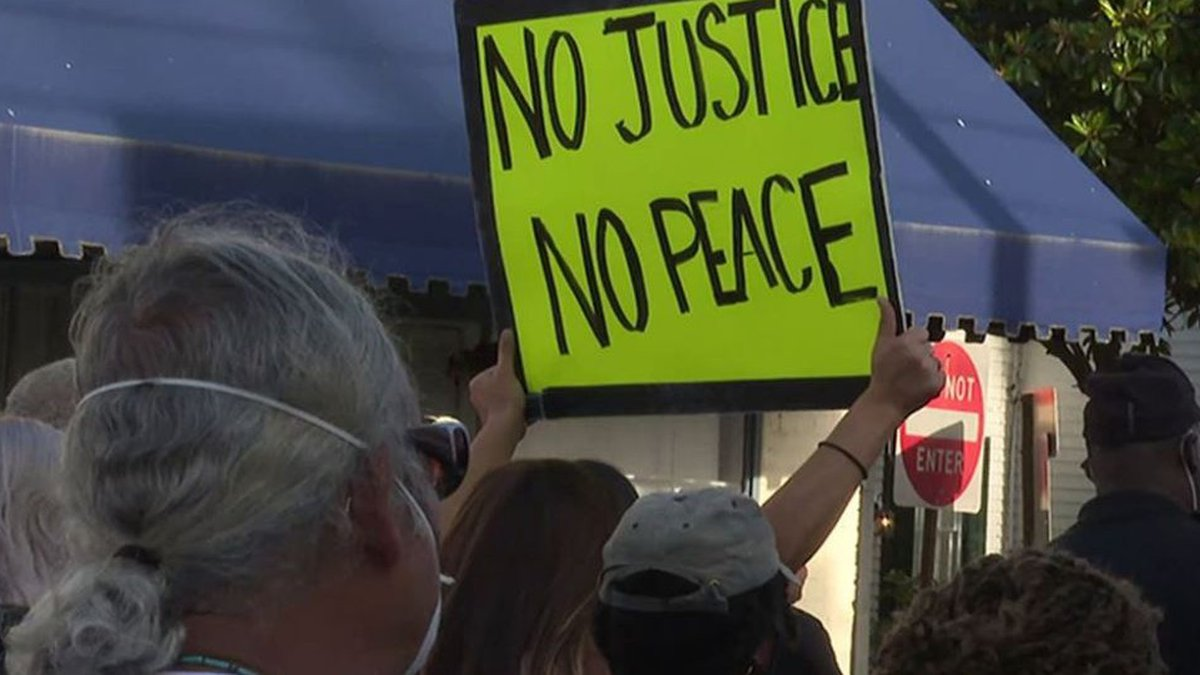 """Protestors call for """"Spendless Wednesday"""" in Pasquotank County"""