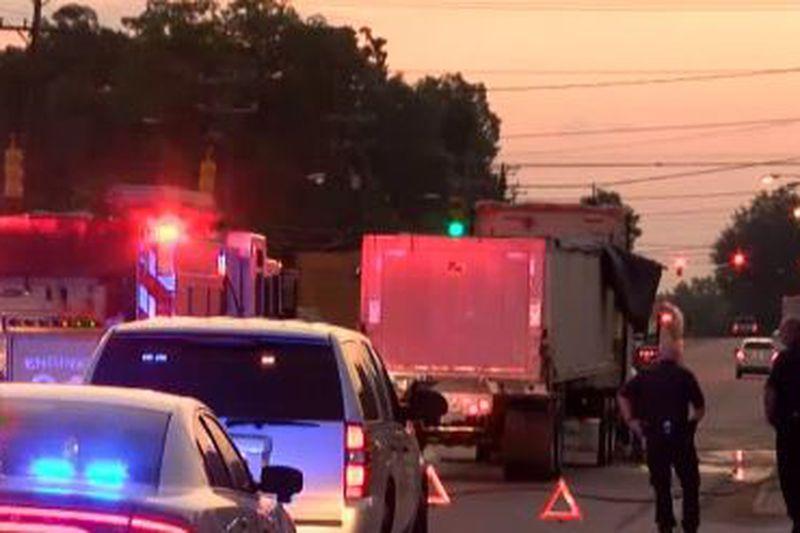 Tractor-trailer crash spills chicken guts across Union County road